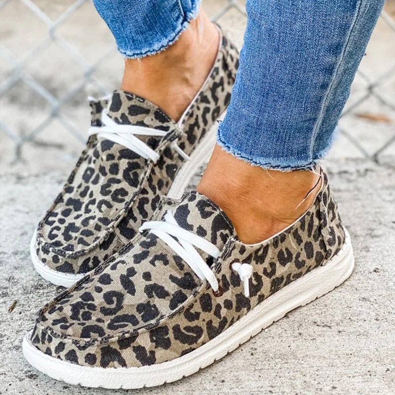 Women Canvas Shoes Lace Up Sneakers 2020 Summer Ladies Loafers Soft Breathable Casual Shoes Solid Female Flat Shoes Plus Size
